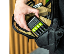 Juego de cargador Green Cell GC VitalCharger para baterías y 4 x AA Ni-MH 2000mAh